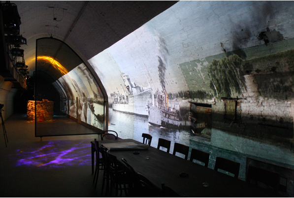 Проекция на стену тоннеля в замке Дувр, Англия.