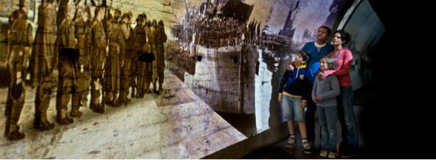 Проекция истории войны в тоннеле замка Дувр, Англия.